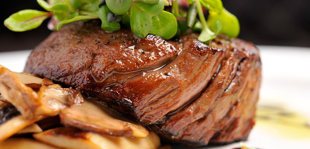 beef-tenderloin-with-horseradish-sauce